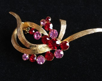 Vintage Brooch, Pink and Red Rhinestones // Vintage Jewellery.