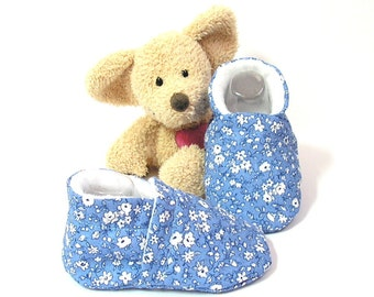 Handmade blue baby slippers size 3 to 6 months Tricotmuse