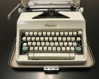 Olympia SM8 Deluxe Two-Tone Manual Portable Typewriter in Case, Vintage 1965, West Germany, 60s Typewriter, Industrial Decor, vintage office