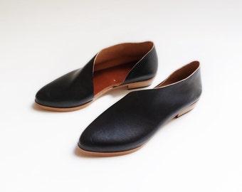 The Sandy. Koniec Black. Handmade Flats. Modern Flats.