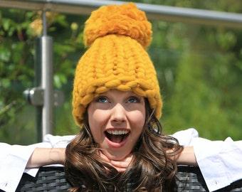 Pompom knitting kit. DIY beanie hat knit kit. Learn to knit with giant 25mm circular knitting needles. Super Chunky DIY knit kit K015