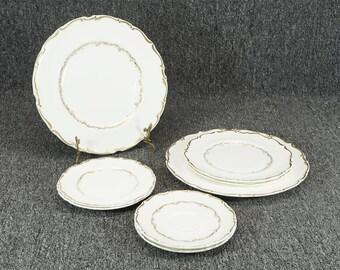 Royal Doulton China Richelieu Pattern Set Of 8 Porcelain Gold Trim Plates