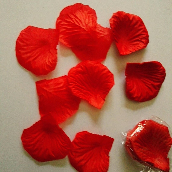 RED ROSE  petals CONFETTI  wedding day / luxury bath petals #wedding