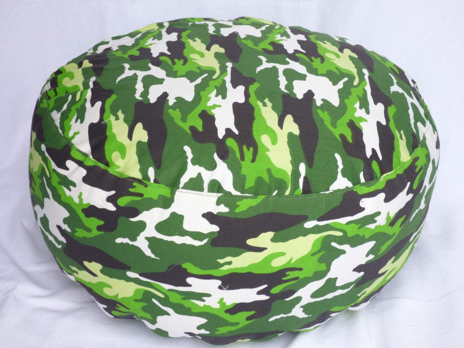 Camouflage 18 inch diameter round floor pouf pillow-cover