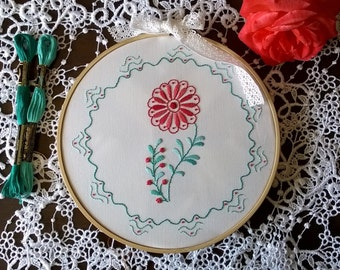 Embroidery kit - Camellia - Traditional embroidery design