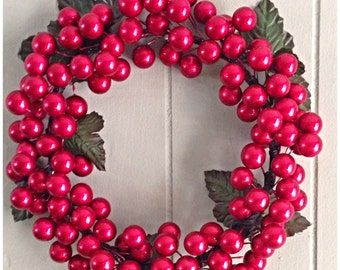 Small shiny red berry wreath