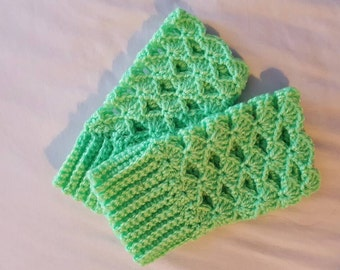 Green hand warmers - shell pattern