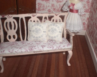 Set of pillows in pink