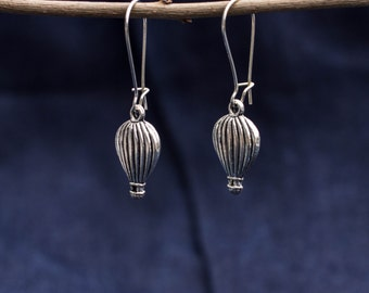 Earring with silver-hot air balloon