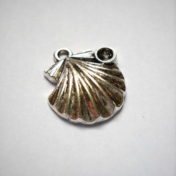 scallop shell gem bead