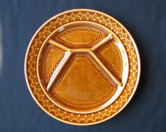 Complete Set of Six Sarreguemines Majolica Brown Dinner or Fondue Plates (Compartmentalised) 9.75 inches. Excellent.