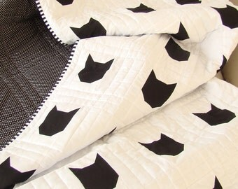 Modern Toddler Quilt / Cat Quilt / Black and White Quilt/ Cat Theme Decor / Cat Home Decor /Cat Theme Gift / Quilt for Sale