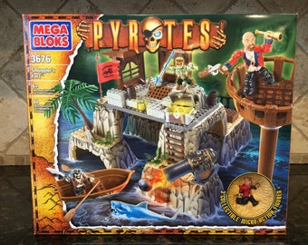 New In Box - MEGA BLOKS Pyrates 3676 Smugglers Fort New and Sealed