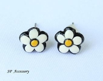 Miniature Daisy Earrings, white flower clay stud, daisy earrings clay, clay stud