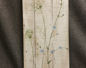 Pallet art, wild flowers greenery, Farmhouse decor, Spring FARMHOUSE collection, White wash, Queen Ann Lace, Rustic shabby, Reclaimed pallet