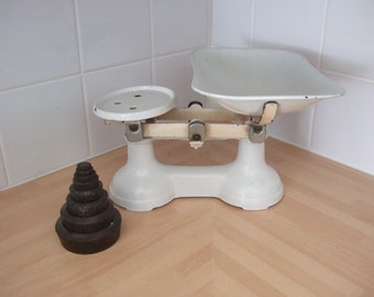 White Kitchen Wrought Iron Scales (set of weights included)