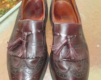 Vintage Allen Edmonds shoe. Tassled wingtip deep cordovan brown. Arlington design. Beautiful mens dress shoes. Hipster mod Made USA Size 9 D