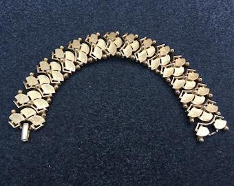 Crown Trifari Scalloped Gold Toned Bracelet 0690