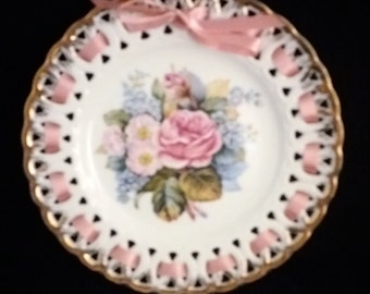 Minerva Collection Flowers of Love Plate Devotion