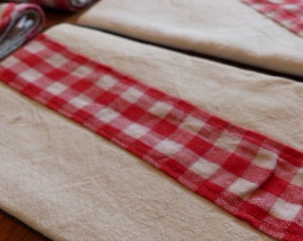 Cloth napkin made of antique linen red/white