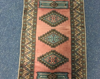 Pakistani traditional hand knotted rug