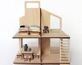 Maison de poupée en bois et son mobiler