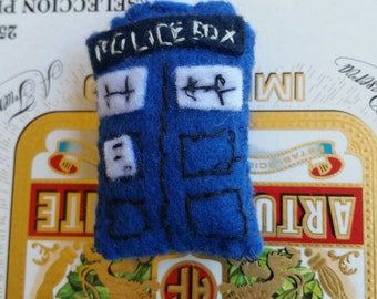Felt doctor who tardis pin, brooch