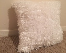White fluffy pillow// decorative pillow// down alternative// soft pillow// faux fur