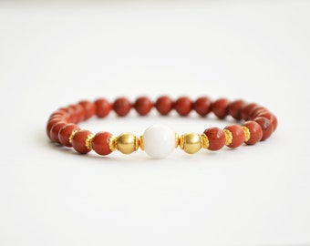 Bracelet red/brown jasper, white quartz and brass beads.