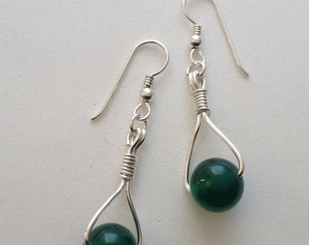 Sterling silver dangle earring with green onyx stone.