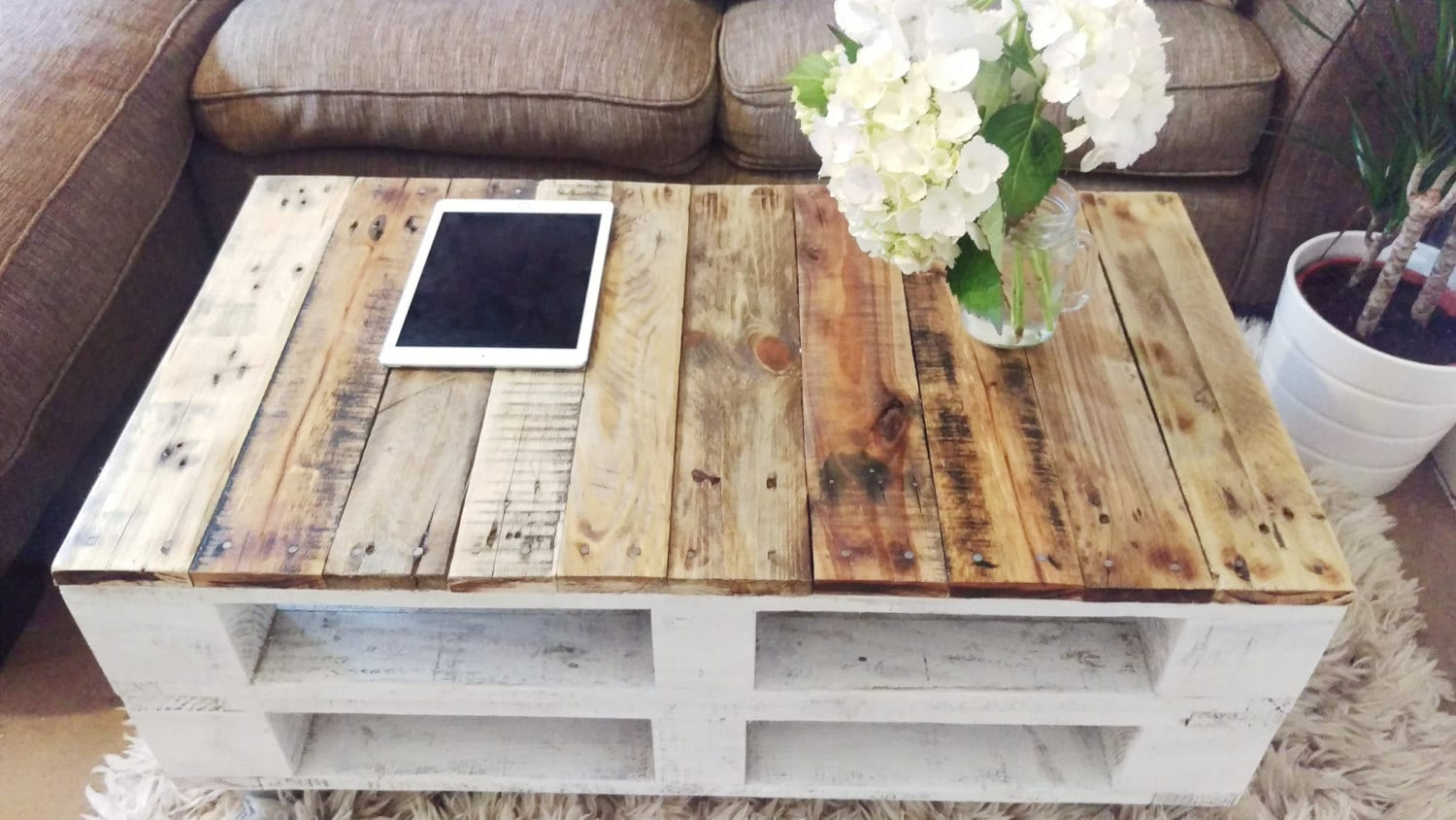 pallet coffee table 39 lemmik 39 farmhouse style rustic. Black Bedroom Furniture Sets. Home Design Ideas