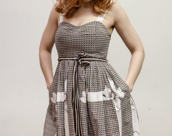 Brown and White floral and gingham sundress retro style A line size 2