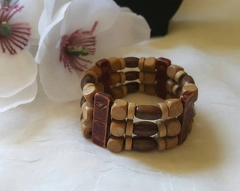 Wooden Hawaiian stretchable bracelet.