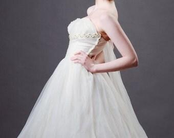 Glamorous Hollywood 1950s Ivory Tulle Chiffon Strapless Puffbball Sash Back Shelf Bust Vintage Wedding Dress Gown UK size 8