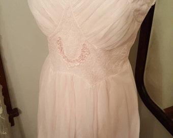 1950's 50's 1950s 50s Pretty Blush Pink Night Gown Lingerie Sleep Wear Size Medium Vintage Nightie