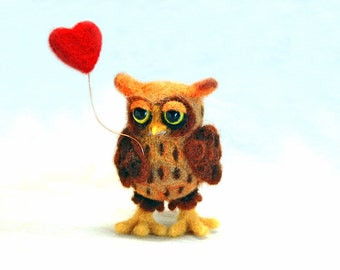 Needle felted happy valentines owl. Felted owl. Felt owl. Cute owl. Bird sculpture. Little owl with heart. Heart.