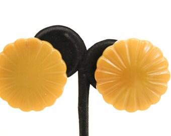 Beige bakelite clips flower - 1950s