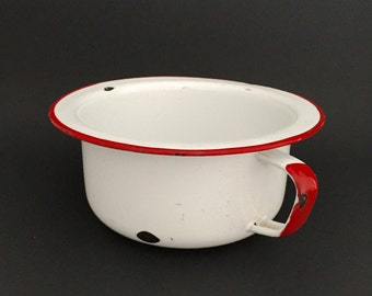 White & Red Trim Enamelware Basin with Handle; Farmhouse Decor; Vintage Enamelware; White Enamel Basin; Chamber Pot; Succulent Planter