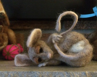 Mouse, needle felted, mantle mouse, needle felted animal, poseable, a friend for mom, mother's Day