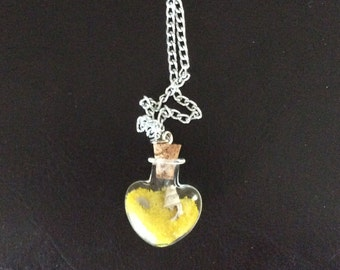 Chain with pendant with sand candy and shell