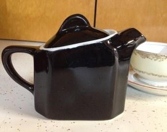 Vintage single-serving tea pot