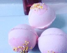 Birthday Cake bath bomb , Natural bath bombs , birthday , gift , pamper