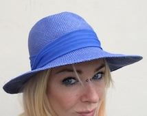 "Vintage electric blue hat. Royal blue panama hat. Woven straw fedora. Fine raffia 70s wide brim bucket hat.  Small / Medium 21"""