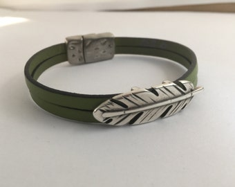 Leather double strand feather bracelet with magnetic clasp