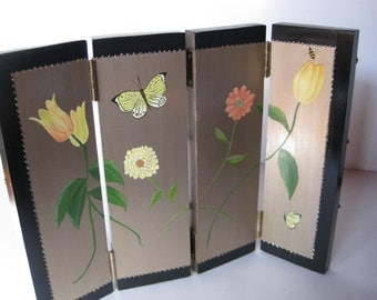 Women's 4-panel earring display screen - Jewelry Storage/organizer with hand painted flower motif and metal poles