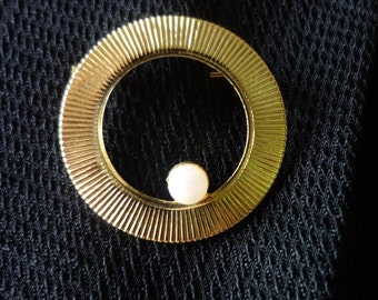 Infinity Brooch Pin Gold-tone with A Single Faux Pearl Accent
