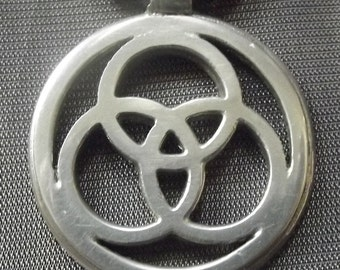 Celtic Trilogy Pendant. Pewter, 35mm/1.37inches.