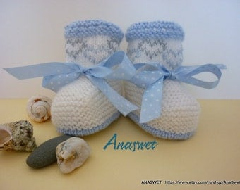 Knitting patterns for babies.Pattern baby booties.Knitted baby booties in blue and white.Pattern baby shoes.KnIt baby shoes.
