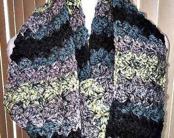 Chunky Black and Gray Winter Scarf, Gray Crochet Scarf, Gray Chunky Scarf, Infinity Scarf, Chunky Scarf, Winter Scarf, Gray Scarf