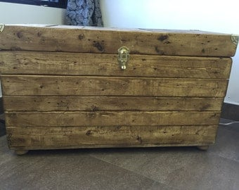 Of pallets wooden chest